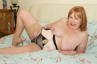 speedybee - Solo On The Bed Free Pic 2