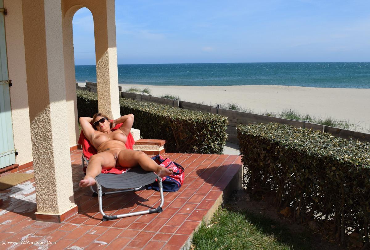 Texas resort hosts national nude recreation week