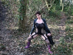 JuiceyJaney - Having A Piss With Billy In Me Wellies Pt1 Gallery