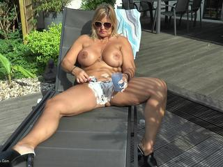 Nude Chrissy - Outdoor Pussy Shaving HD Video