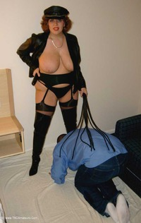 curvyclaire - Whipping & Face Sitting Free Pic 3