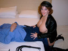 CurvyClaire - Whipping & Face Sitting Gallery