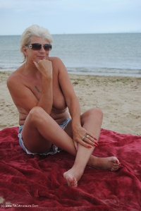 dimonty - Naked On The Beach Free Pic 3