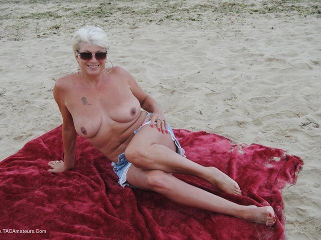 Dimonty - Naked On The Beach