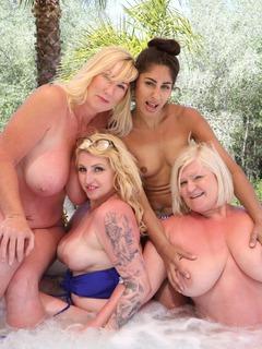 Lesbo Hot Tub Orgy Pt1