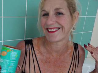 Molly MILF - Beanz In The Bath Pt2 HD Video
