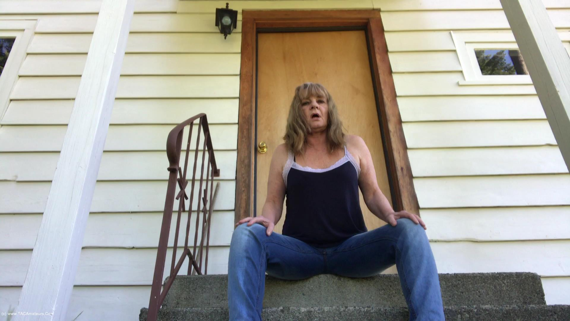 CougarBabeJolee - Accident In My Jeans - Oooo I Had To Piss So Bad scene 2