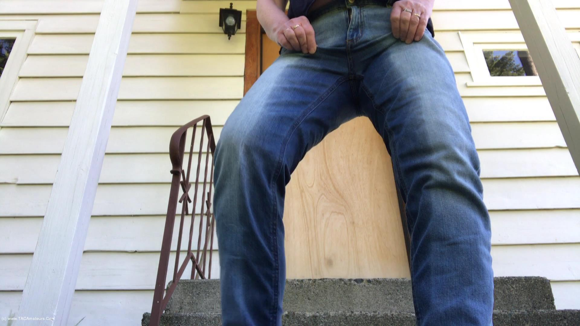 CougarBabeJolee - Accident In My Jeans - Oooo I Had To Piss So Bad scene 3