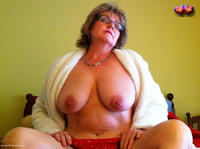 bustybliss - Glasses Free Pic 1