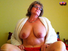 BustyBliss - Glasses Gallery