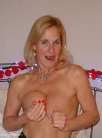 mollymilf - Best Of Molly's Poses Free Pic 2
