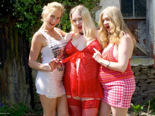 Three Girl Fun In The Garden