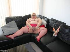 LexieCummings - Lexie On The Sofa Gallery