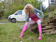 BarbySlut - Barby Pink In White Tights Gallery