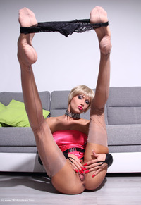 liliane - Large Dildo For Narrow Arsehole Free Pic 3