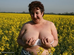 KinkyCarol - Outsiude In The Oil Seed Rape Pt1 Gallery