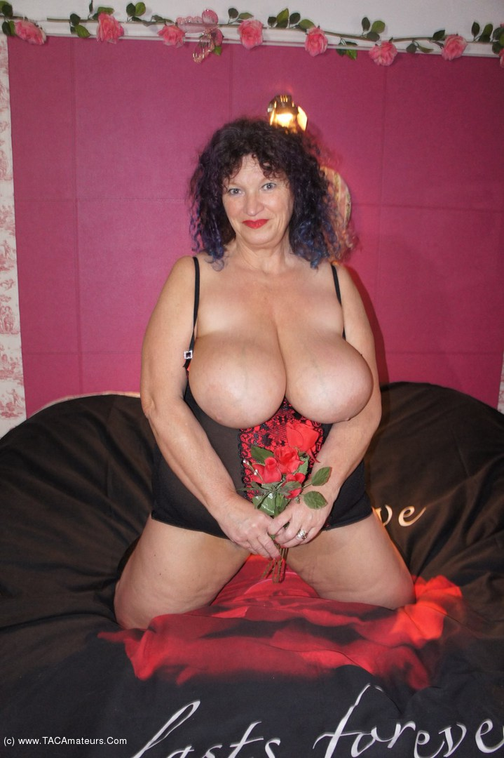 Amateur milf and white bull