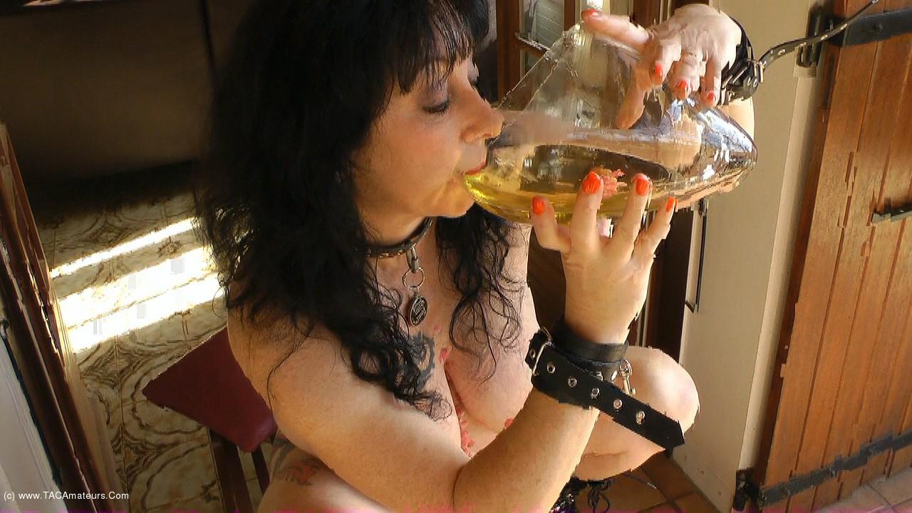 MaryBitch - Pee In The Cornucopia scene 1