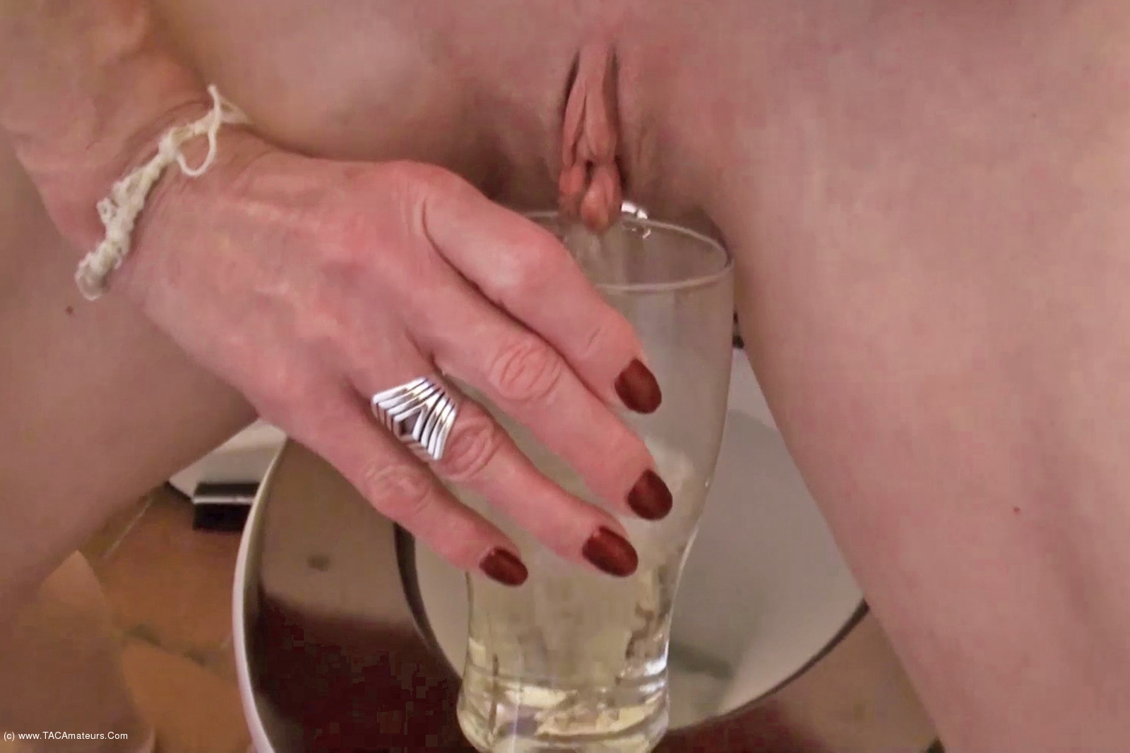 MollyMILF - Pissing For You scene 3
