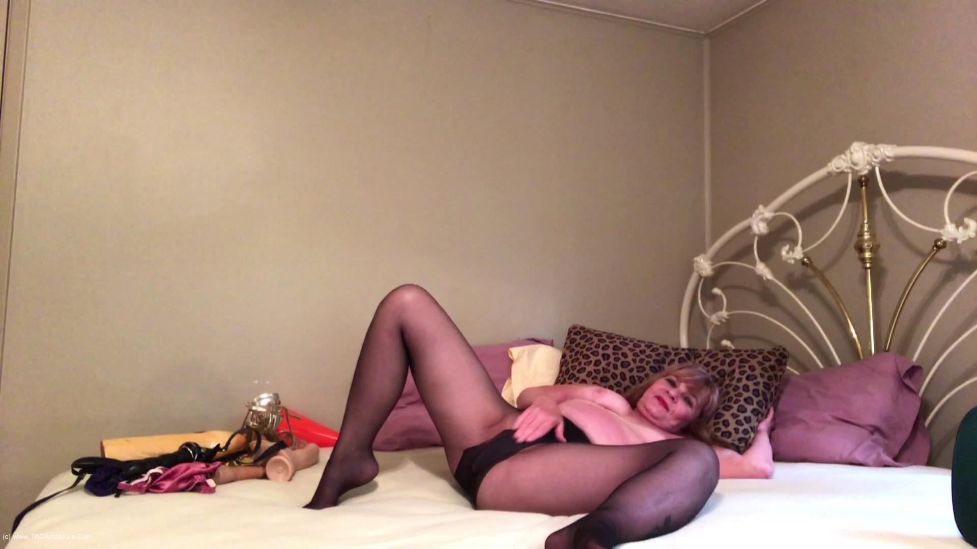 CougarBabeJolee - Sultry Pantyhose Devine Worship scene 2