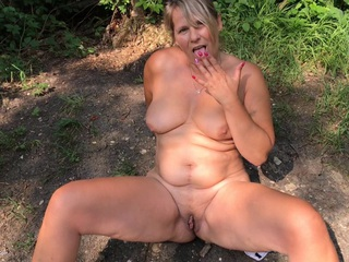 SweetSusi - Outdoor Pissing Is Always Coo