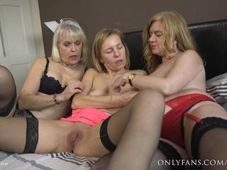 Lesbian Threesome Pt2