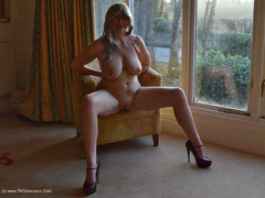 BarbySlut - Barby Masturbates In Her Hotel Window HD Video