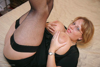 curvyclaire - Fishnets On The Bed Pt1 Free Pic 1