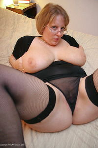curvyclaire - Fishnets On The Bed Pt1 Free Pic 4