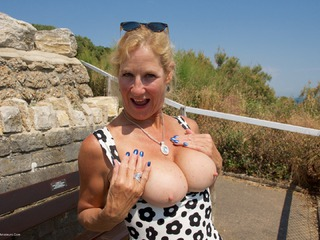 Molly MILF - My Holiday Snaps Picture Gallery
