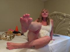 CougarBabeJolee - Barefoot In My Strappy Sandals Cum Worship Pt1 HD Video