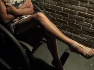 Classy MILF Shows Her Feet