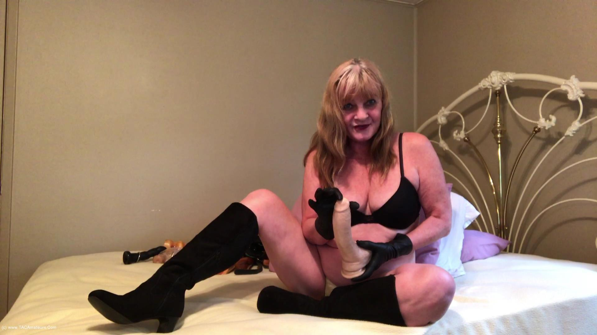 CougarBabeJolee - Masturbation Instructions Using My Hot Leather Gloves scene 2