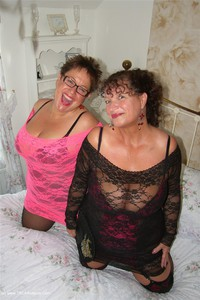kimsamateurs - Kim & Honey In Lace Free Pic 4
