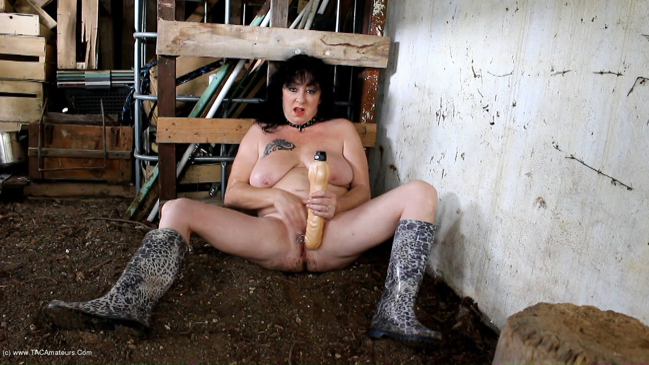 MaryBitch - Masturbation Dildo In The Woods Pt2 scene 3