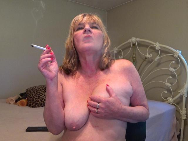 CougarBabeJolee - Titty Play  Smoking