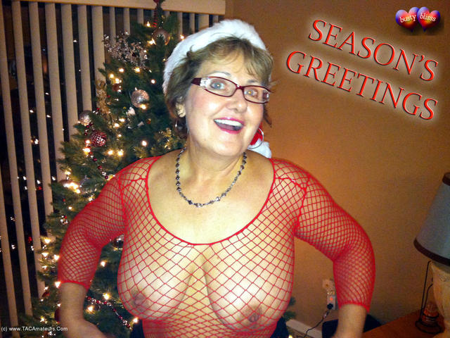 BustyBliss - Happy Holidays From Busty Clause