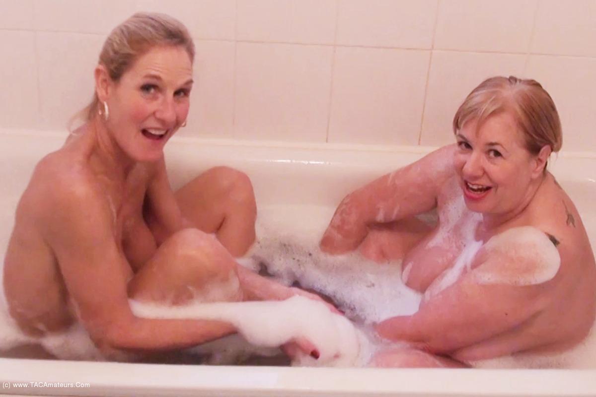 SpeedyBee - Bathtime Fun Pt1 scene 0
