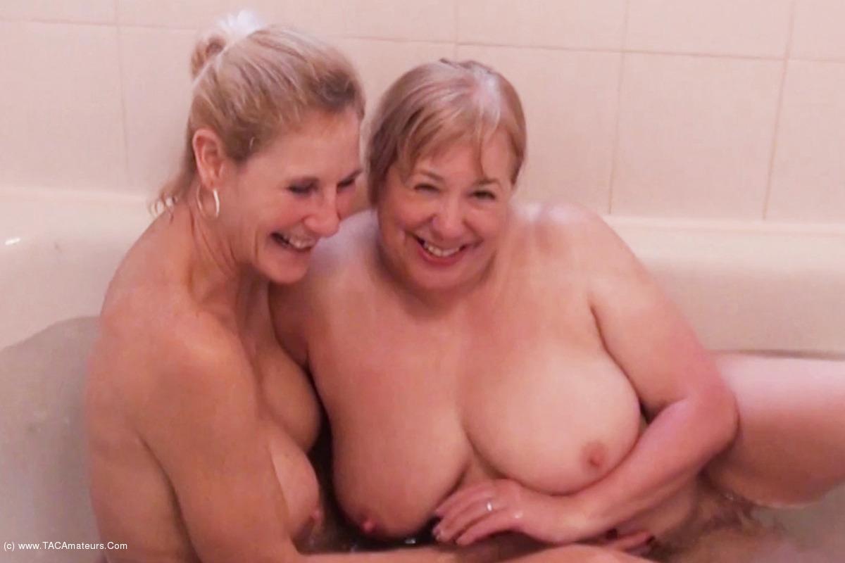 SpeedyBee - Bathtime Fun Pt2 scene 3