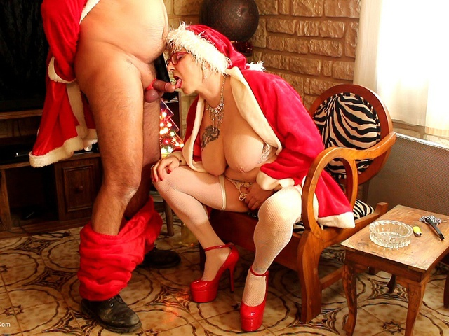 MaryBitch - The Mother Christmas  Her Leprechaun Pt1