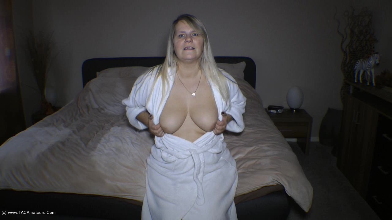 amateur bathrobe nude pics