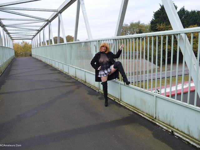 BarbySlut - Barbys Bridge Flash