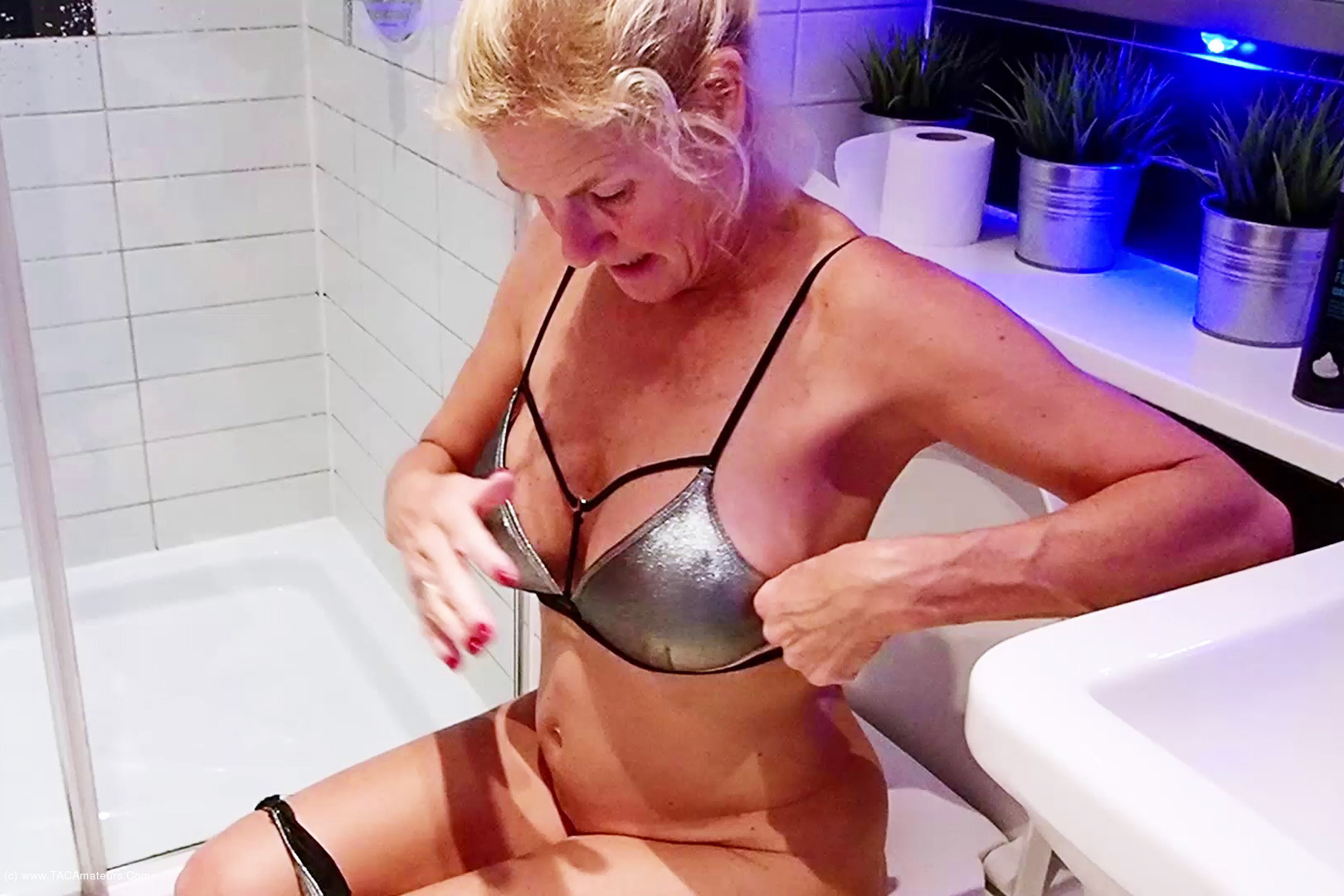 MollyMILF - In The Pool Pt1 scene 0