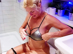 MollyMILF - In The Pool Pt1 HD Video