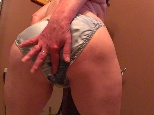 CougarBabeJolee - Pee In My Satin Panties