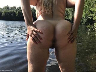 Flashing At The Lake