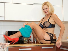 MollyMILF - Housework Gallery