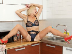 MollyMILF - Housework Again Gallery