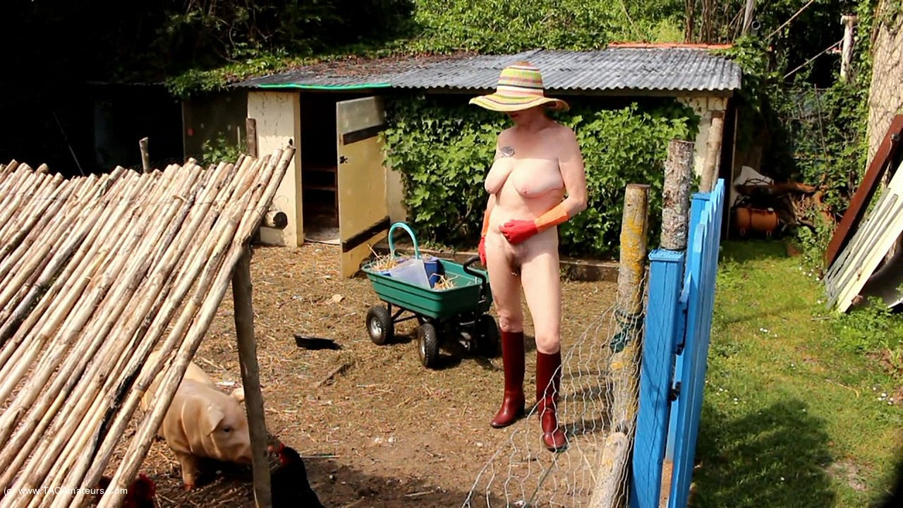 MaryBitch - Working Naked With My Rubber Boots & Gloves Pt1 scene 0