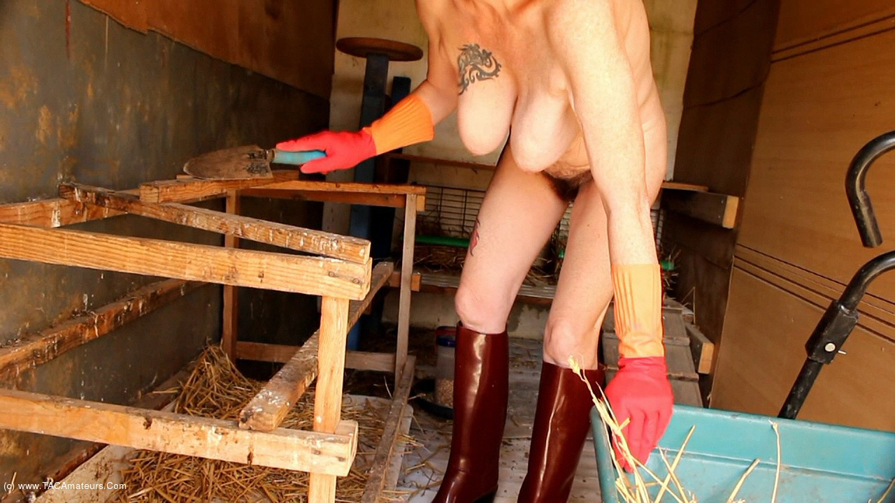 MaryBitch - Working Naked With My Rubber Boots & Gloves Pt2 scene 2
